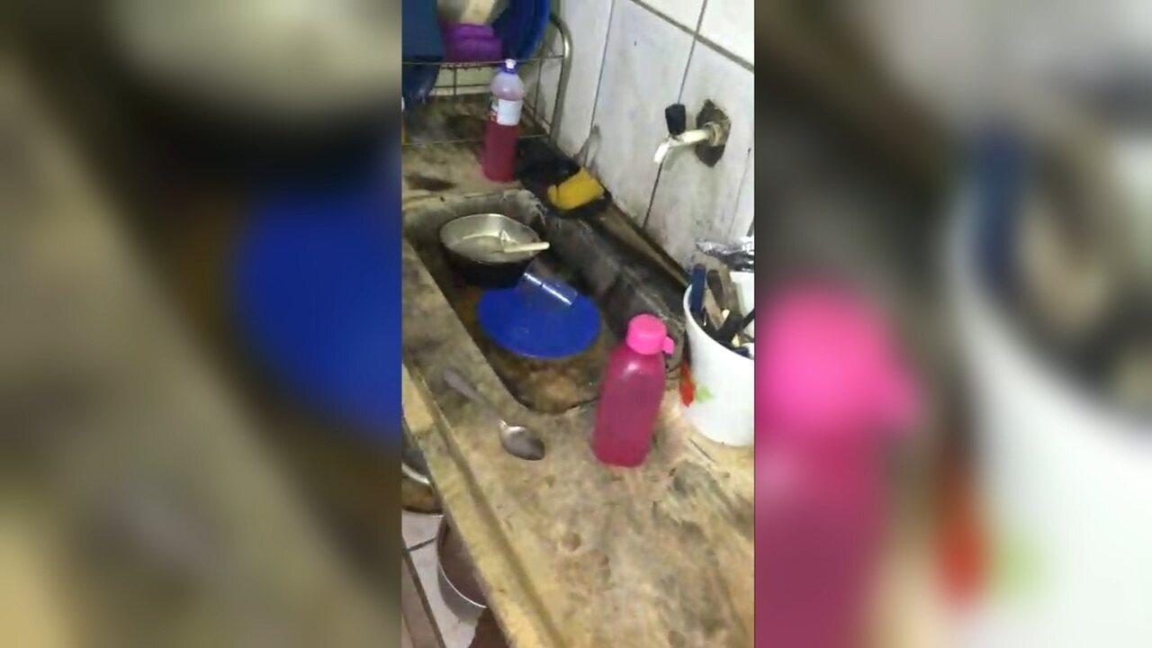 Resultado de imagem para Polícia Militar encontra crianças famintas em casa com insetos mortos