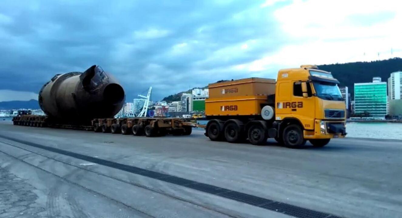 Parte de fábrica é transportada por oito carretas do ES à MG