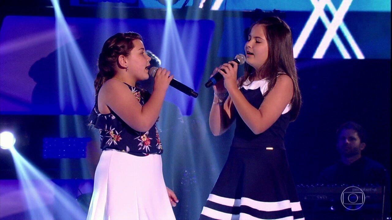 Larissa e Isabela cantam 'Ursinho Pimpão'