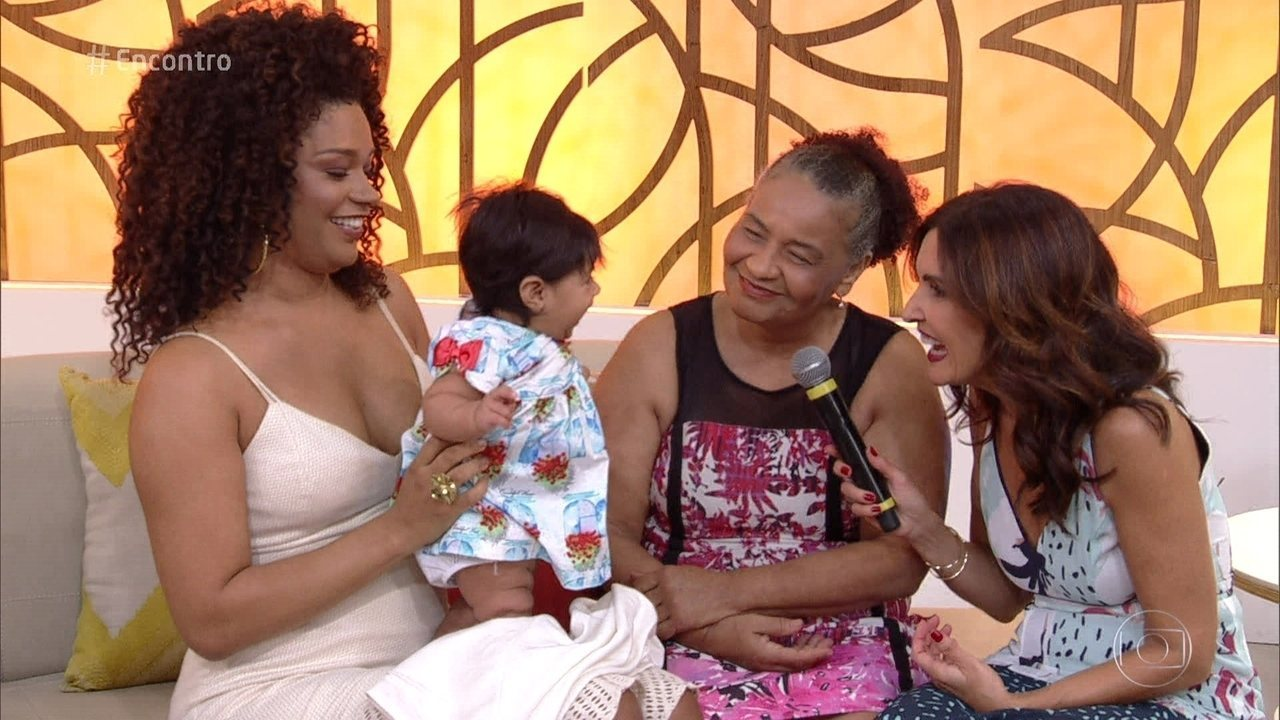 Juliana Alves mostra a filha Yolanda e fala de maternidade