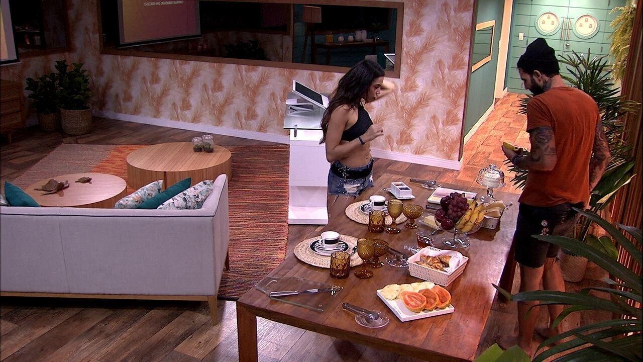 Wagner e Paula ganham café da manhã especial durante compras