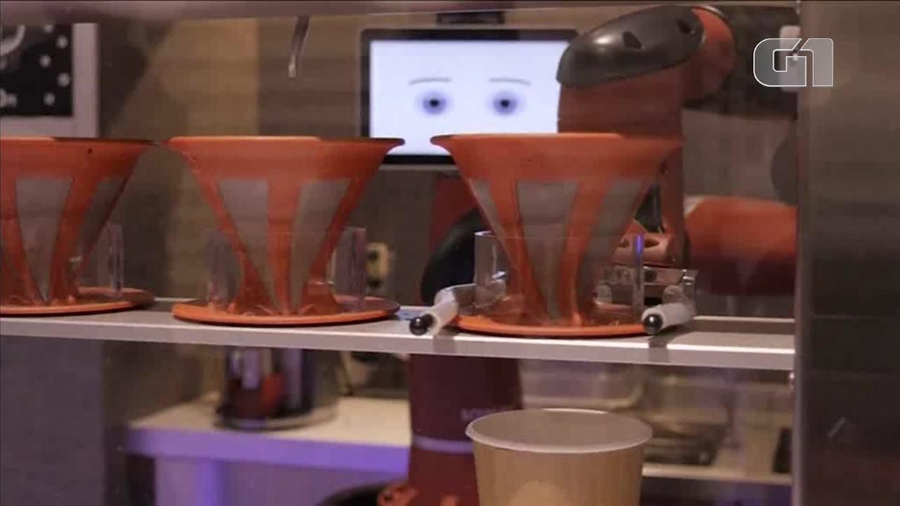 Robôs preparam e servem café em bar no Japão