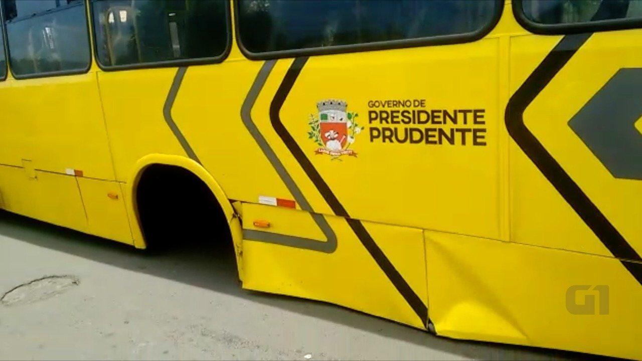 Eixo de ônibus escapou e atingiu casa, em Presidente Prudente