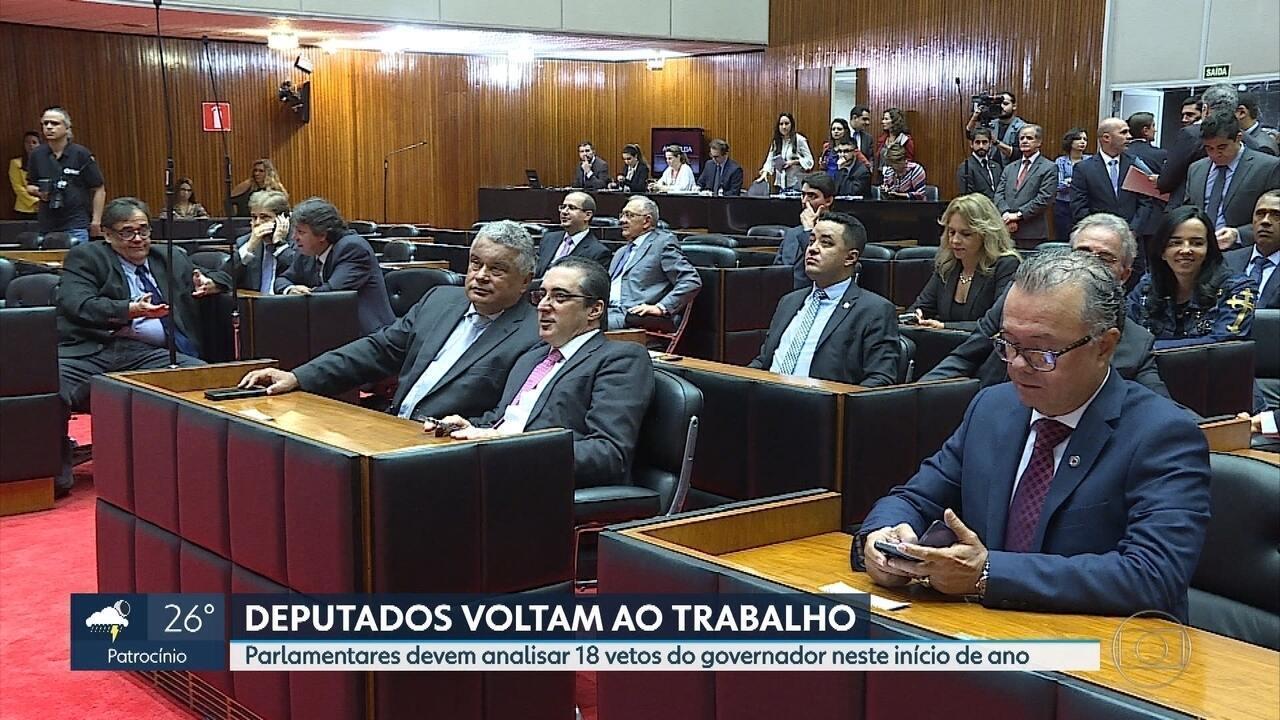 Secretários são exonerados após Pimentel determinar troca daqueles que pretendem disputar eleição