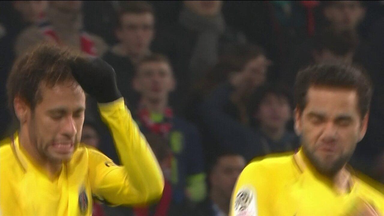 Gol do PSG! 350 vezes Neymar! Craque marca de falta e festeja marca, aos 31 do 2º tempo