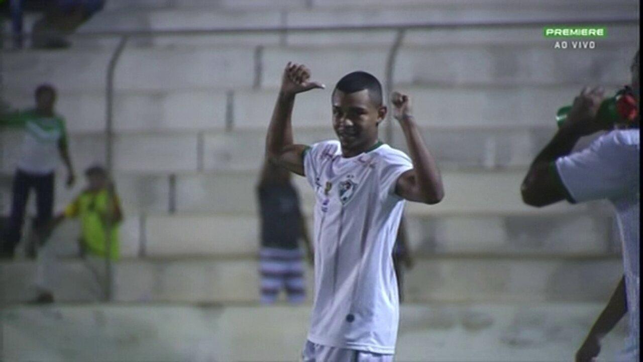 Aos 8 minutos do 2º tempo, Fabiano marca de falta para o Salgueiro no empate em 1 a 1 pelo Estadual