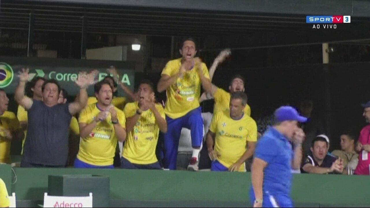 Com vitória suada e vibração na torcida, João Sorgi vence e Brasil avança na Copa Davis