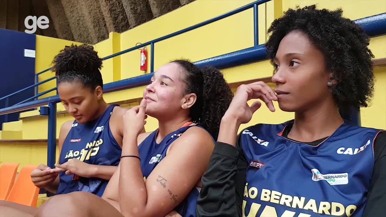 Resenha antes do treino do time de basquete feminino em São Bernardo