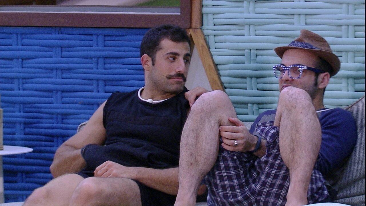 Mahmoud pergunta a Kaysar: 'Você está apaixonado?'