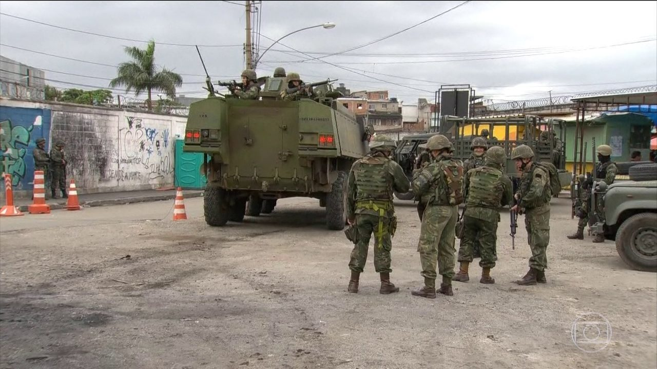 Militares são ameaçados por traficantes armados no Rio