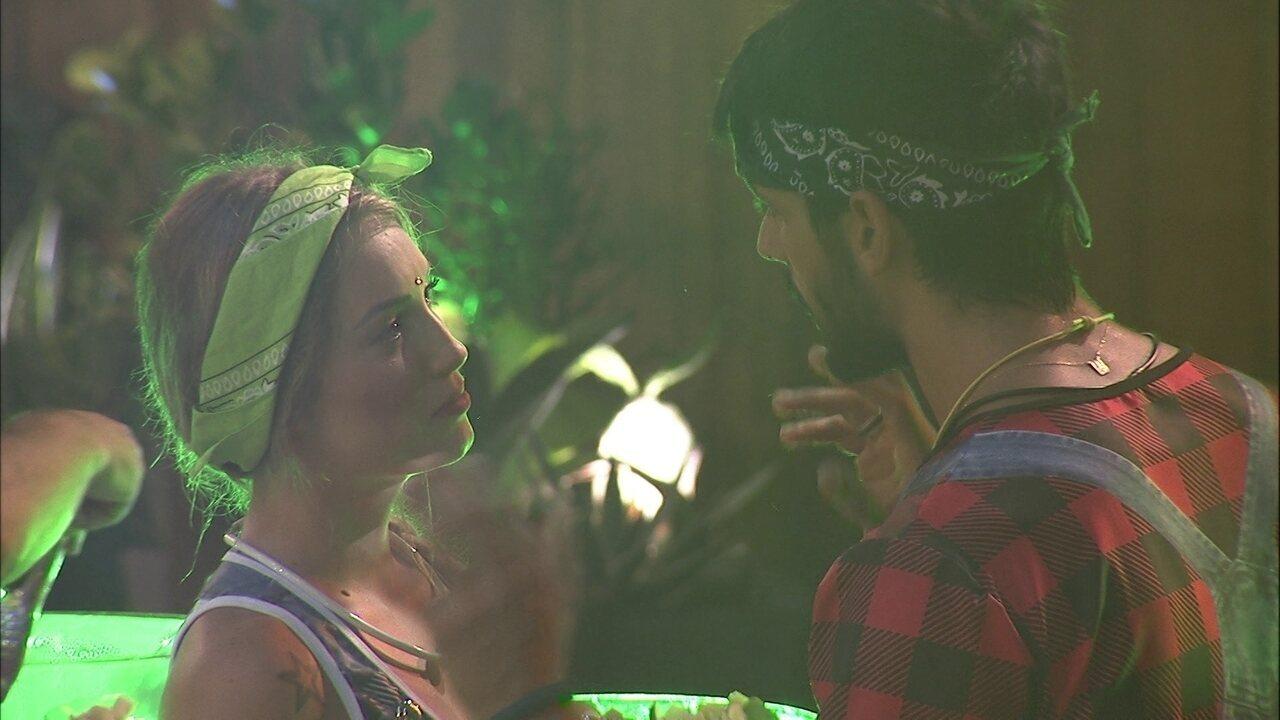 Lucas fala para Jéssica: 'Não se afaste de mim, não saia de perto de mim'