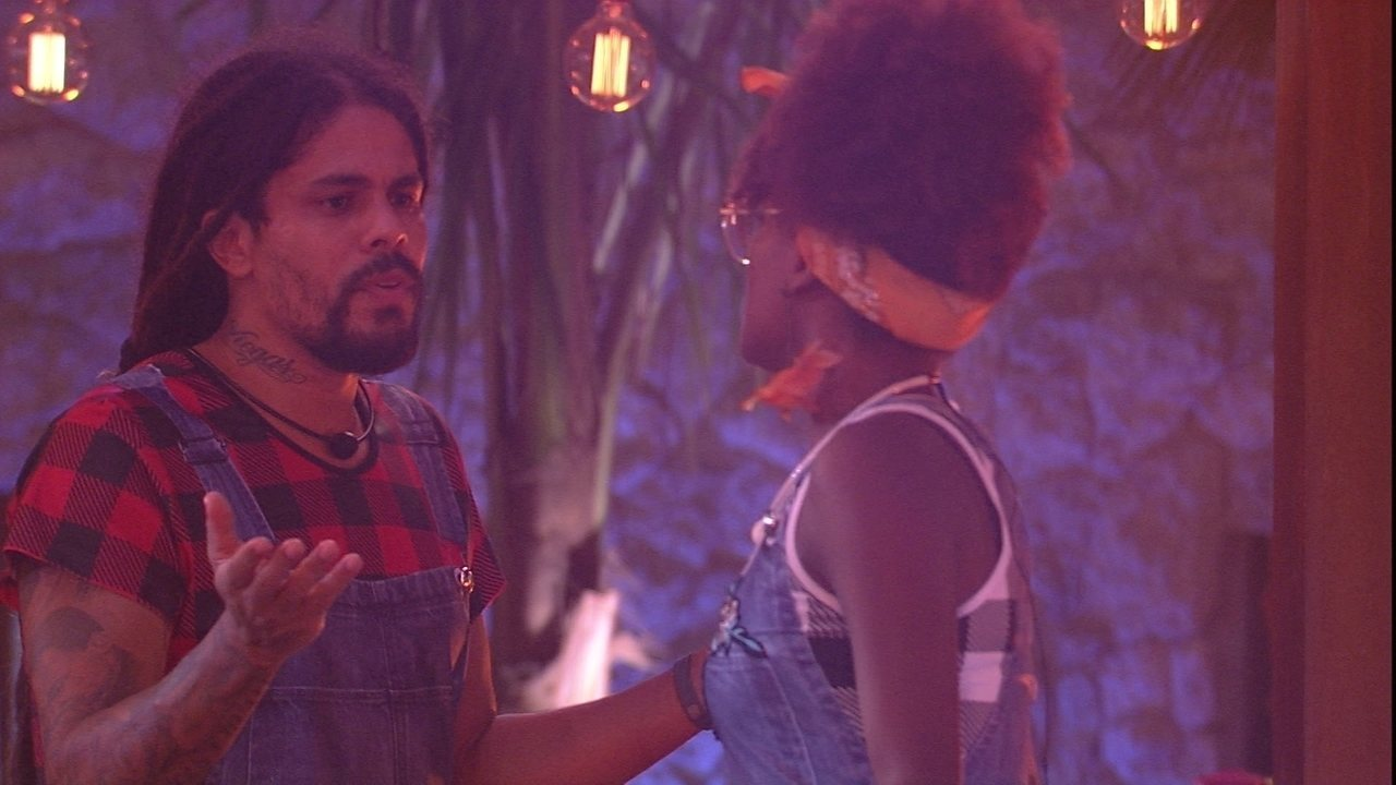 Viegas se estressa com Nayara: 'Chata'