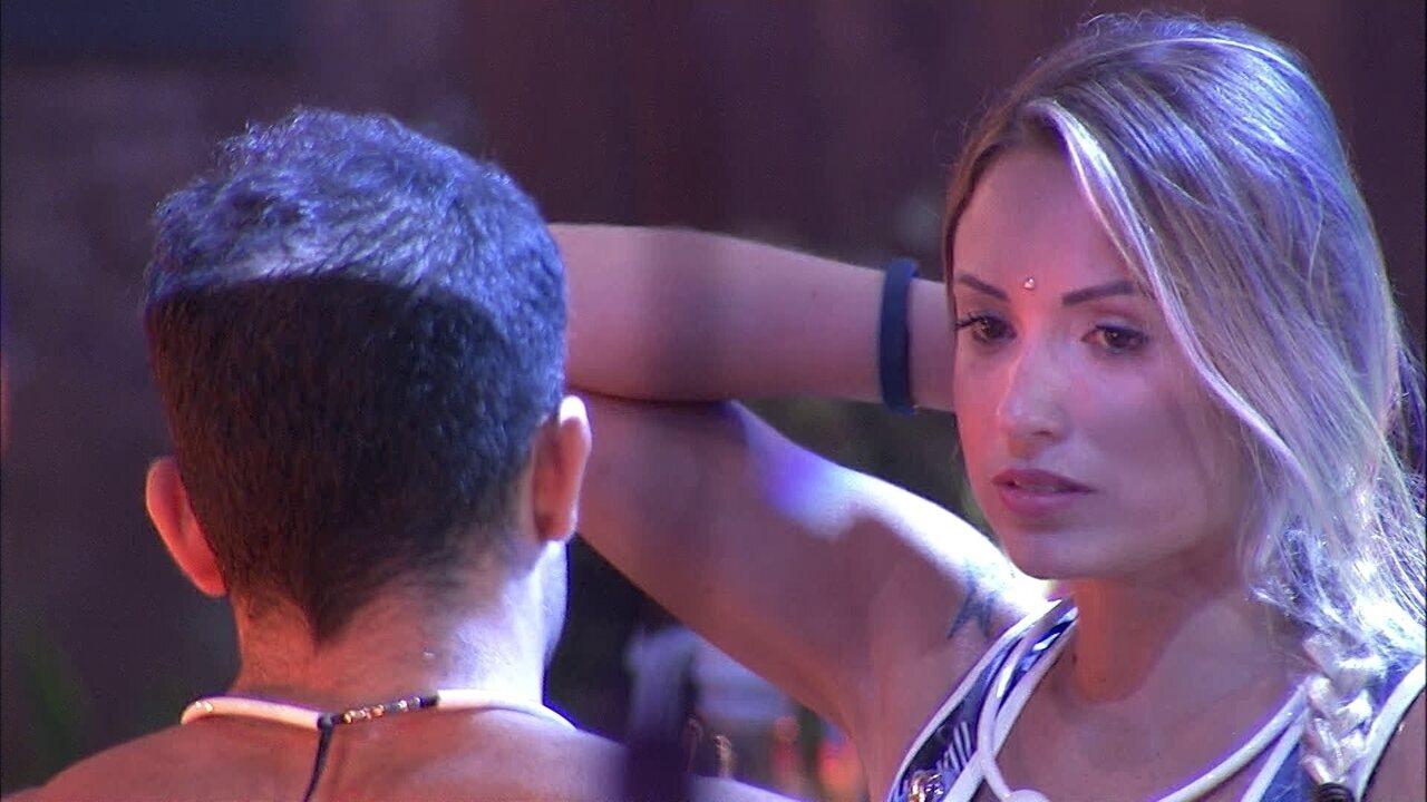 Jéssica relata a Kaysar papo que teve com Lucas: 'Brinco, mas eu não mordo'