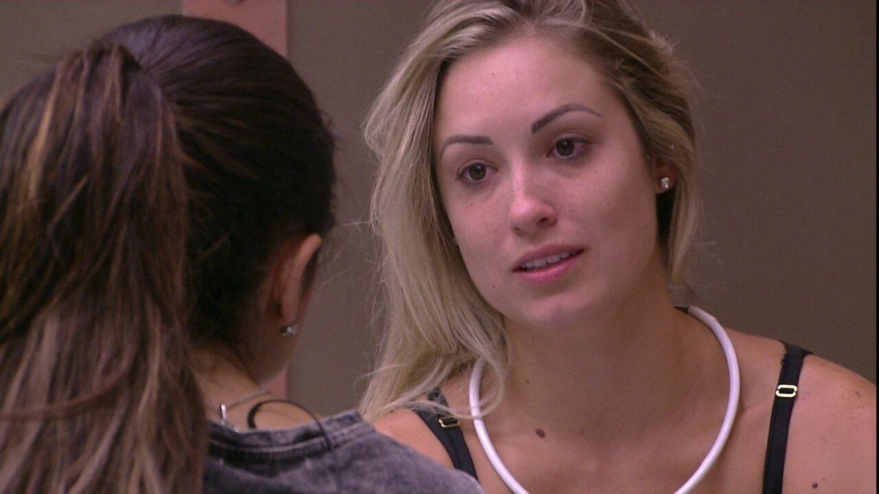 Jéssica pede a opinião de Paula sobre clima com Lucas
