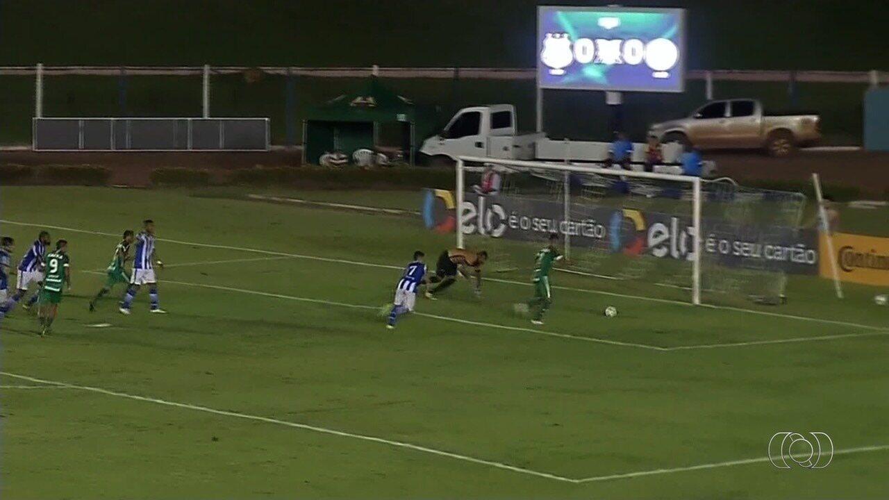 Goiás vence o Sinop e se classifica; torcida acompanha o jogo em telão na Serrinha