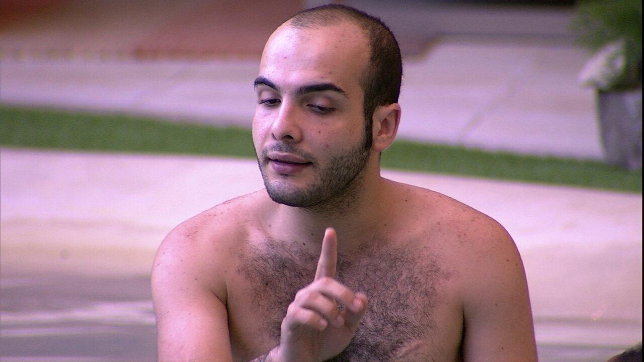 Mahmoud para Nayara: 'Eu não falei isso. Você está mudando o pensamento.'