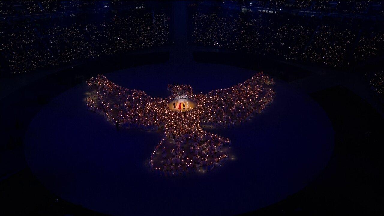 Em momento emocionante, coreanos celebram união cantando Imagine em PyeongChang