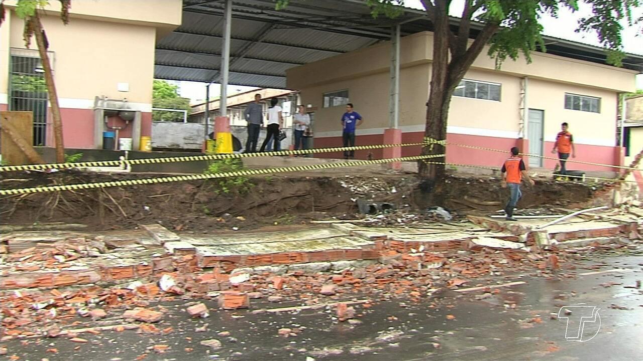 Queda de muro de Colégio Estadual e alagamentos são registrados durante chuva em Santarém