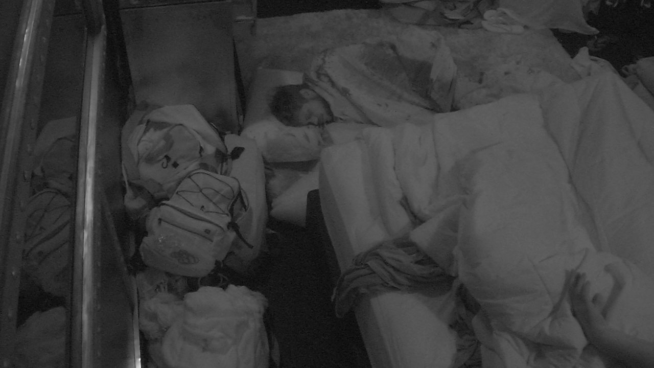 Brothers dormem no Quarto Submarino