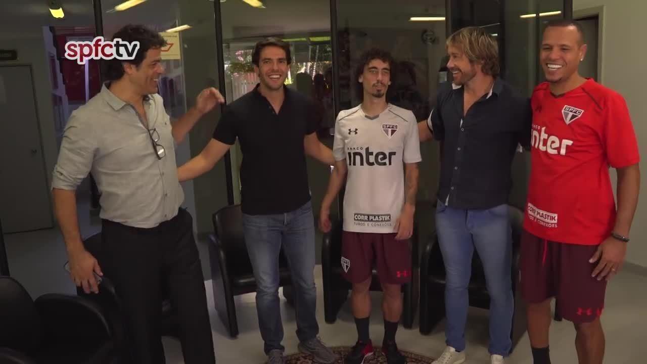 Kaká visita o São Paulo no dia da apresentação de Valdívia