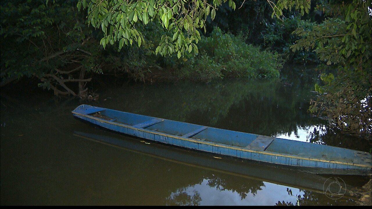 Soda cáustica vaza de tanque da Cagepa e atinge o Rio Gramame