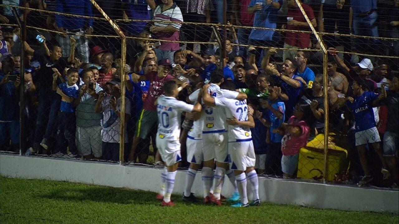 Gol do Cruzeiro! Mancuello fica com a sobra e chuta para marcar o primeiro dele pelo clube