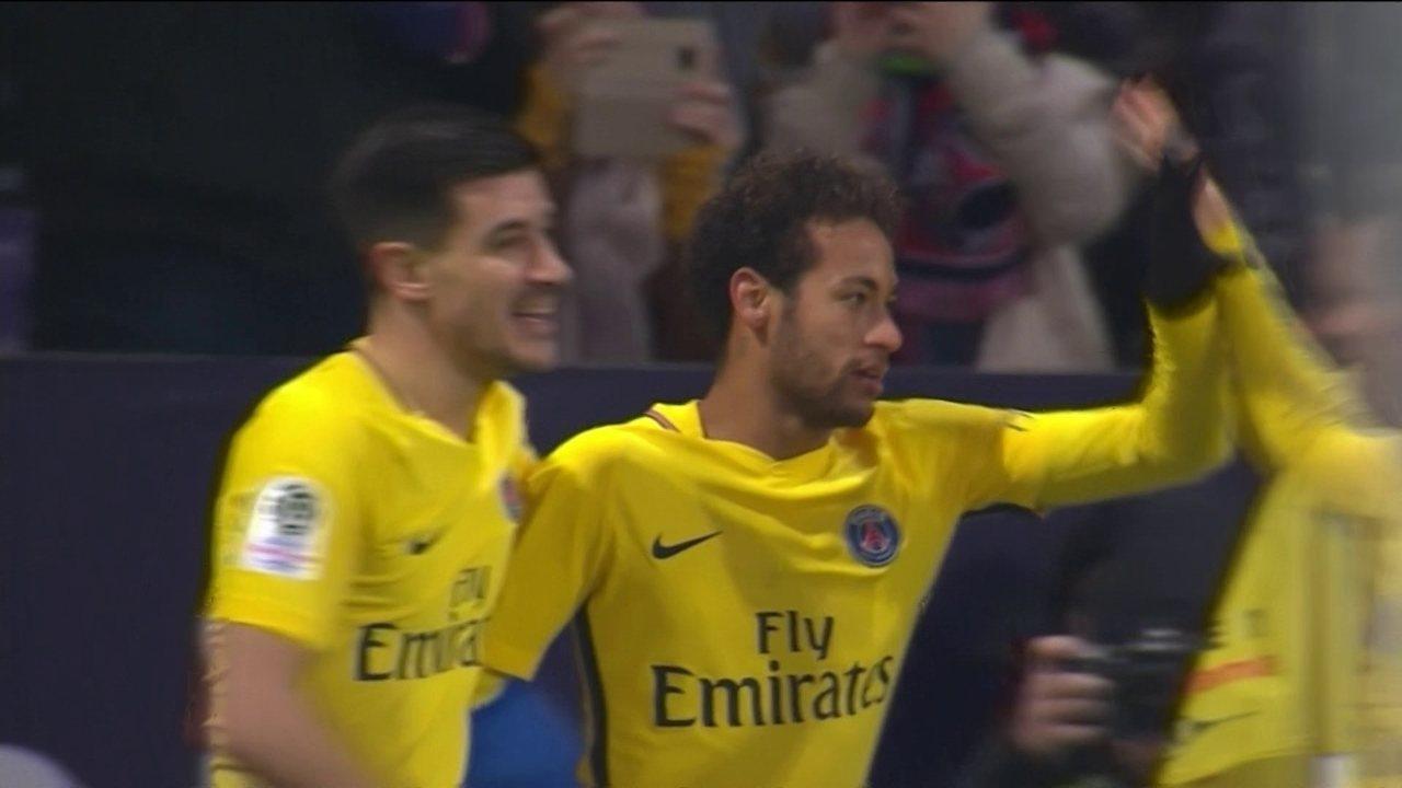 Gol do PSG! Neymar dribla defesa na área e bate no fundo da rede, aos 22 do 2º tempo