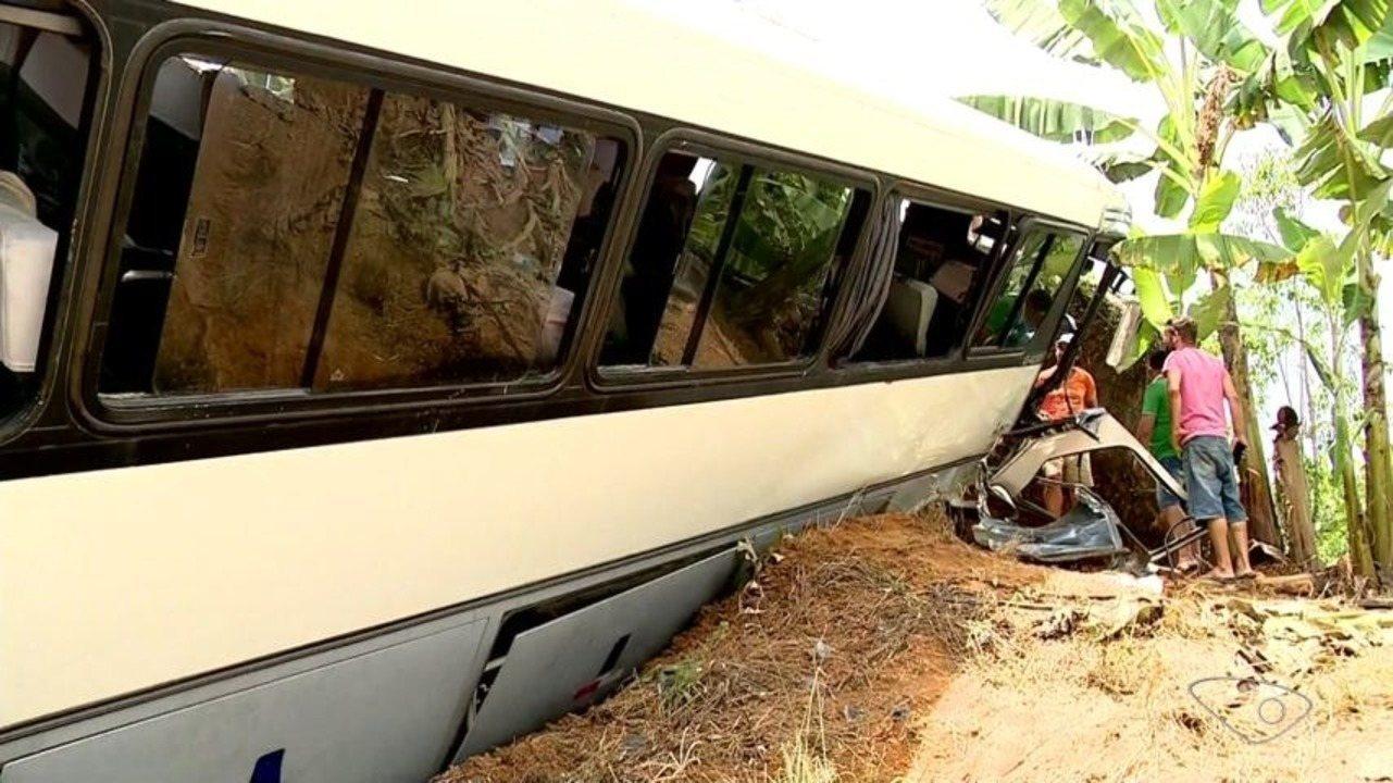 Acidente com ônibus deixa feridos na ES-261 em Santa Teresa