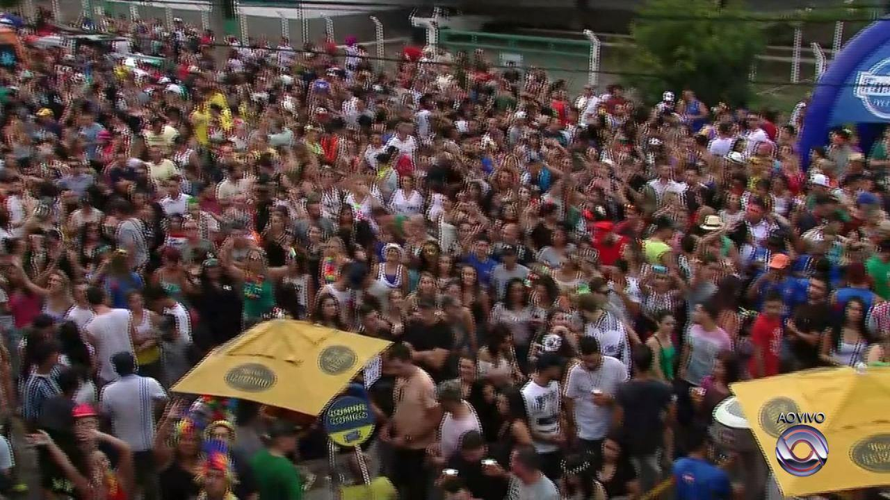 Carnaval em Caxias do Sul está animado e com blocos que fecham as ruas