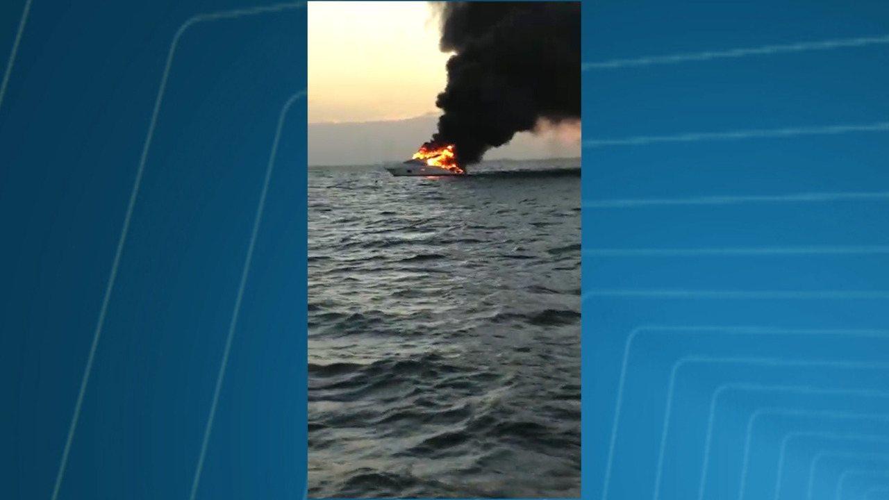 Novas imagens da lancha pega fogo no mar de Salvador