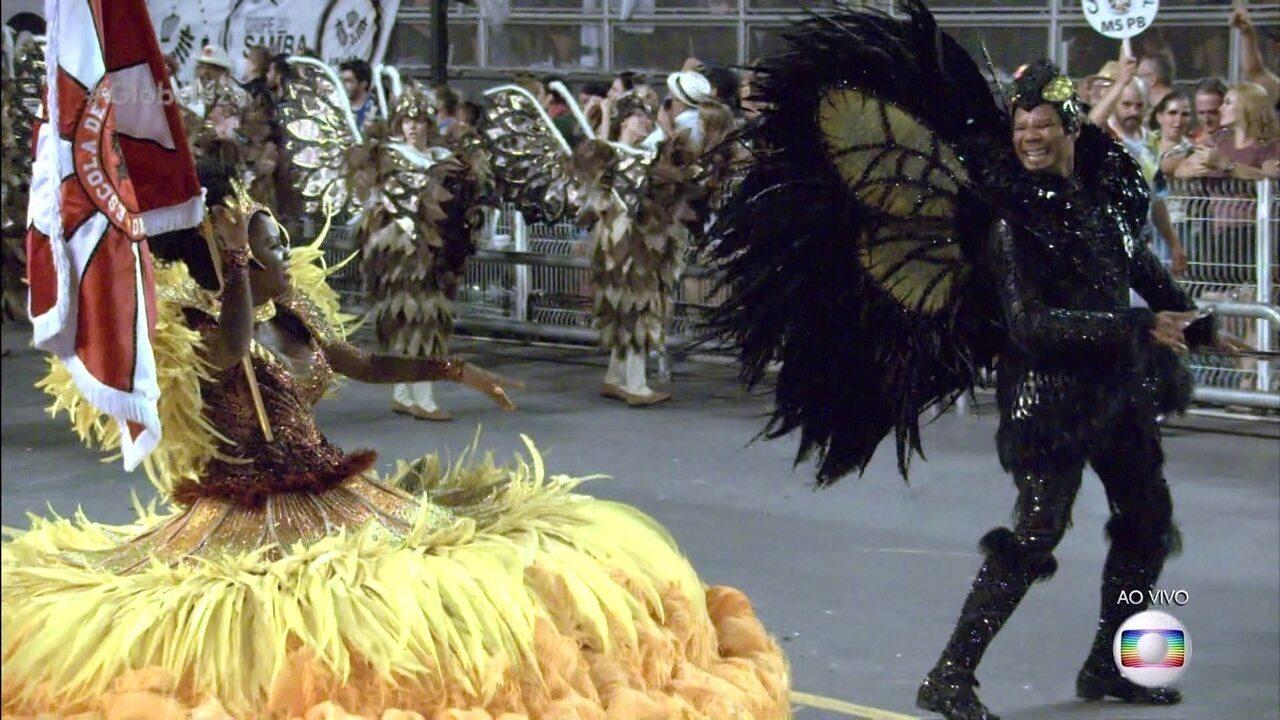 Mestre-sala e porta-bandeira da Dragões da Real desfilam de zangão e girassol
