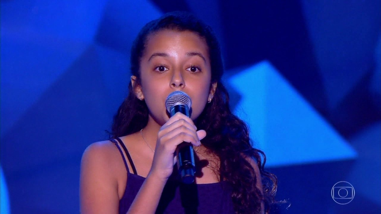 Isadora Gomes canta 'Espelhos D'Água'
