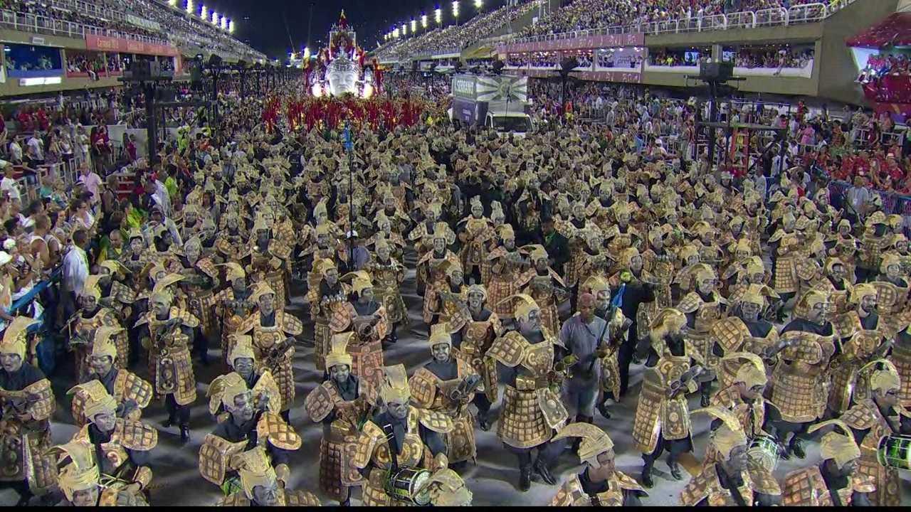 Bateria do Império Serrano representa o exército de terracota