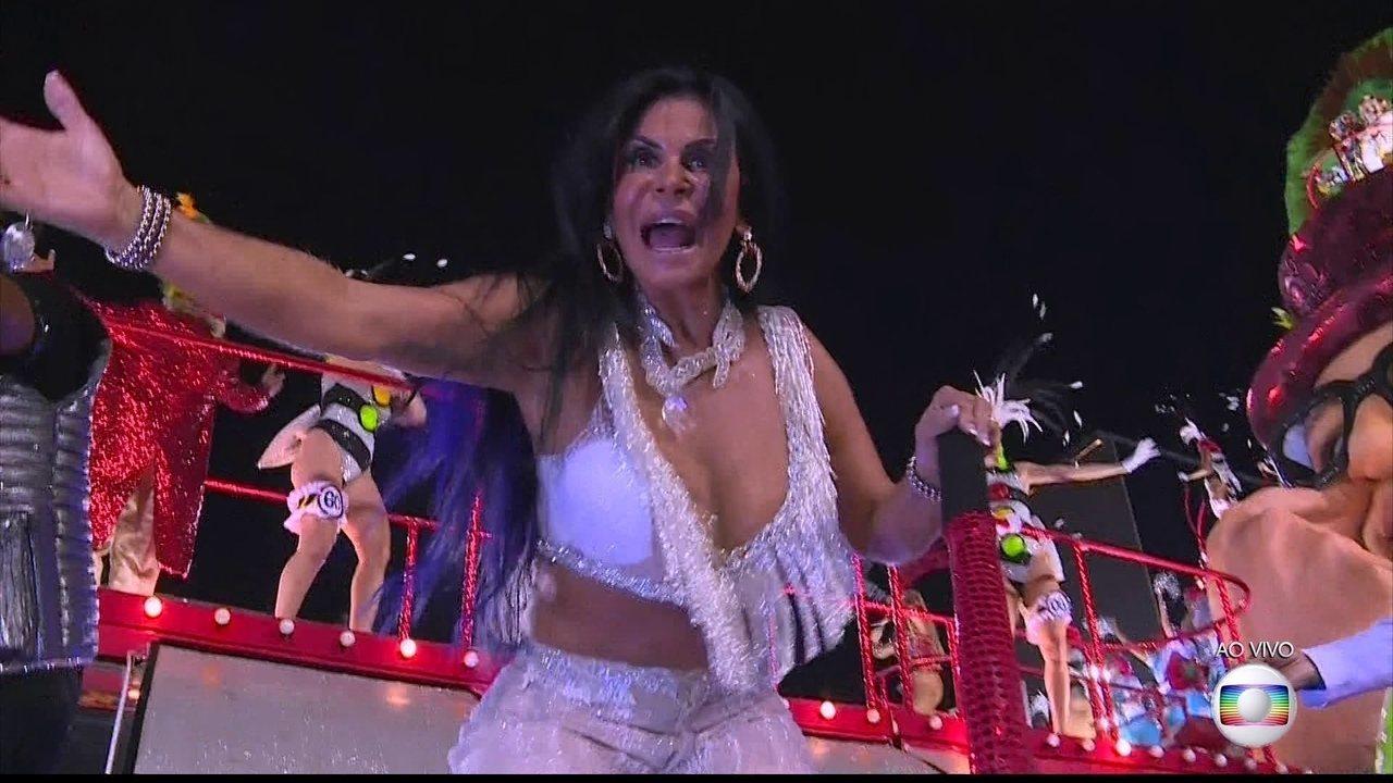 Gretchen participa da 'discoteca do Chacrinha' em desfile da Grande Rio