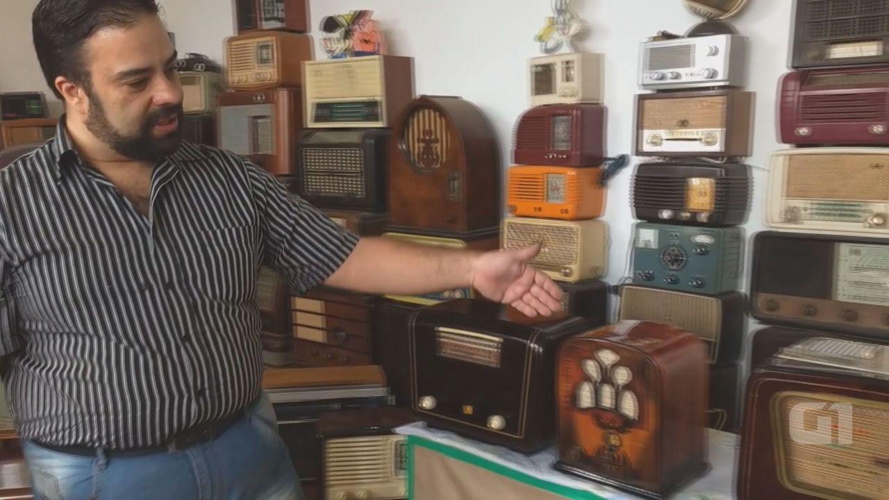 Restaurador de São Carlos mantém coleção de 540 aparelhos de rádio