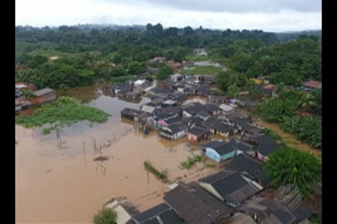 Parauapebas decreta situação de emergência depois que rio transbordou e invadiu ruas.