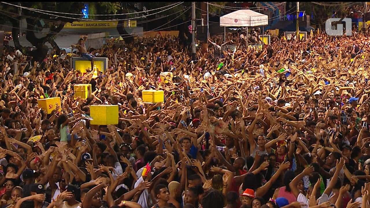 Léo Santana agita multidão no Campo Grande