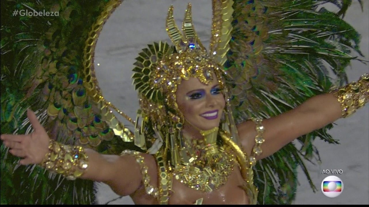 Viviane Araújo é rainha de bateria do Salgueiro e desfila de rainha-faraó do antigo Egito