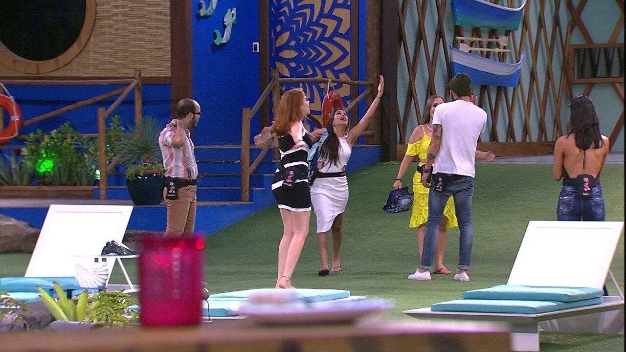 Ana Paula interrompe cantoria de Ana Paula e grita: 'A música é minha'