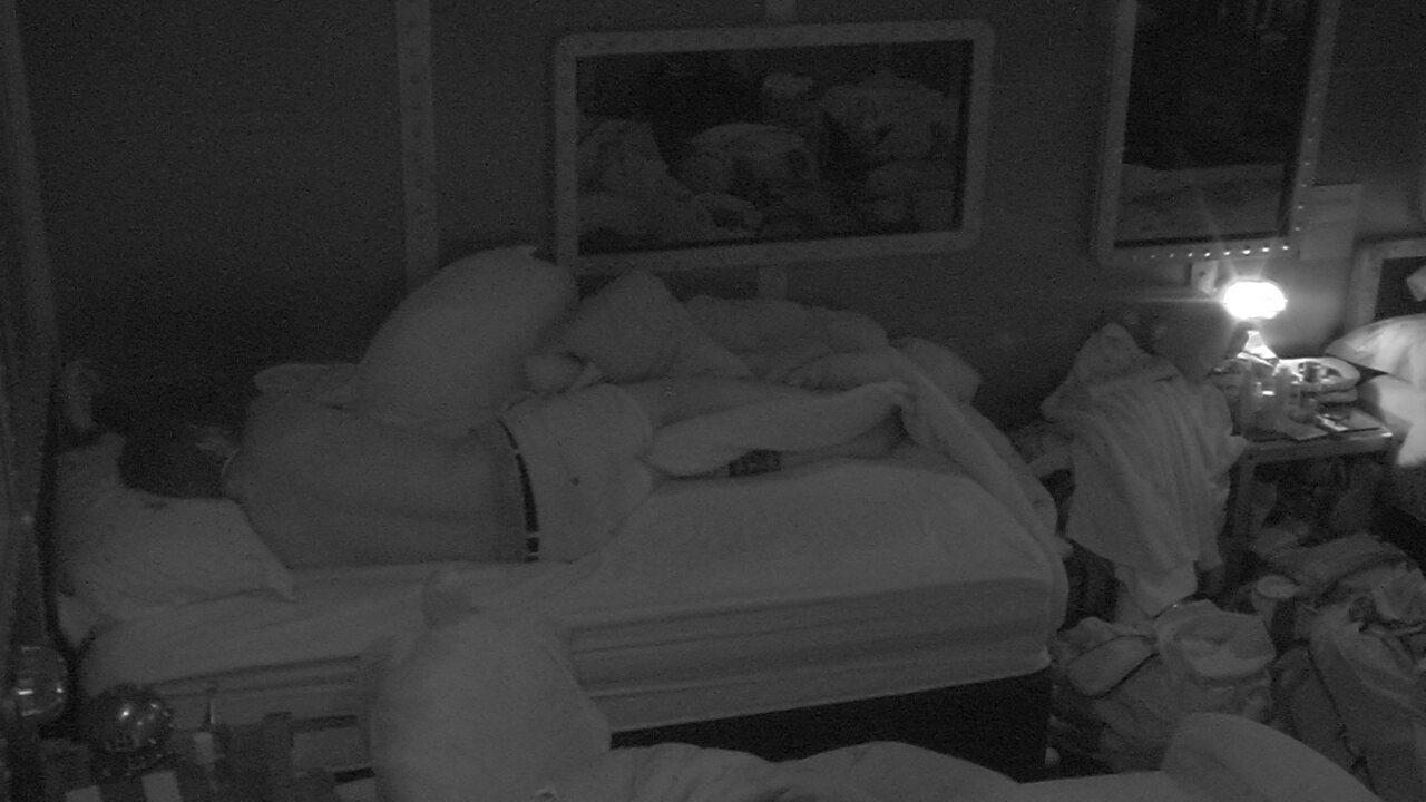 Breno, Lucas e Jéssica dormem no Quarto Submarino