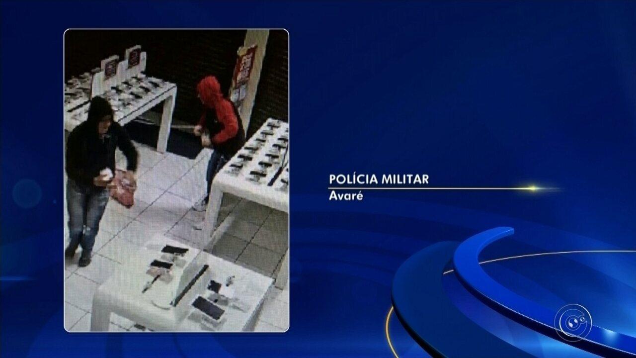 Dupla invade loja e furta 17 celulares na área central de Avaré
