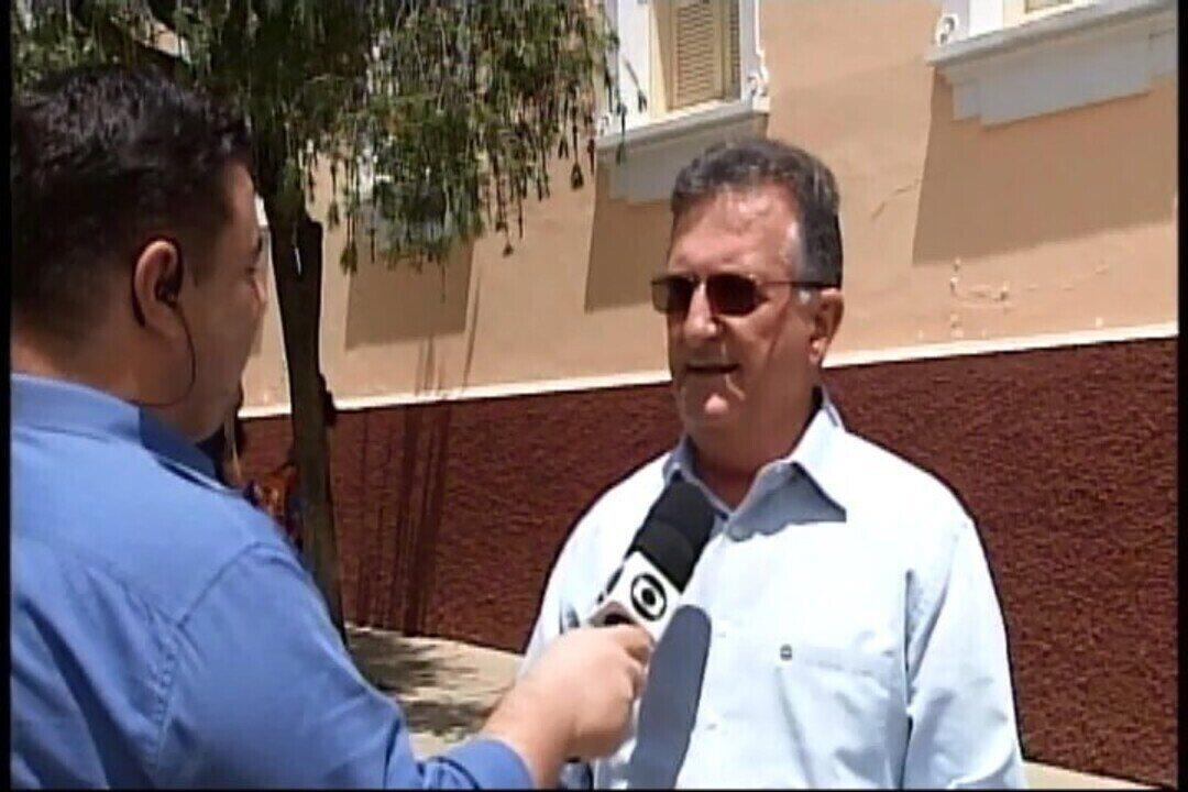 Parada e estacionamento de carros são regulamentados na região de igreja em Araxá