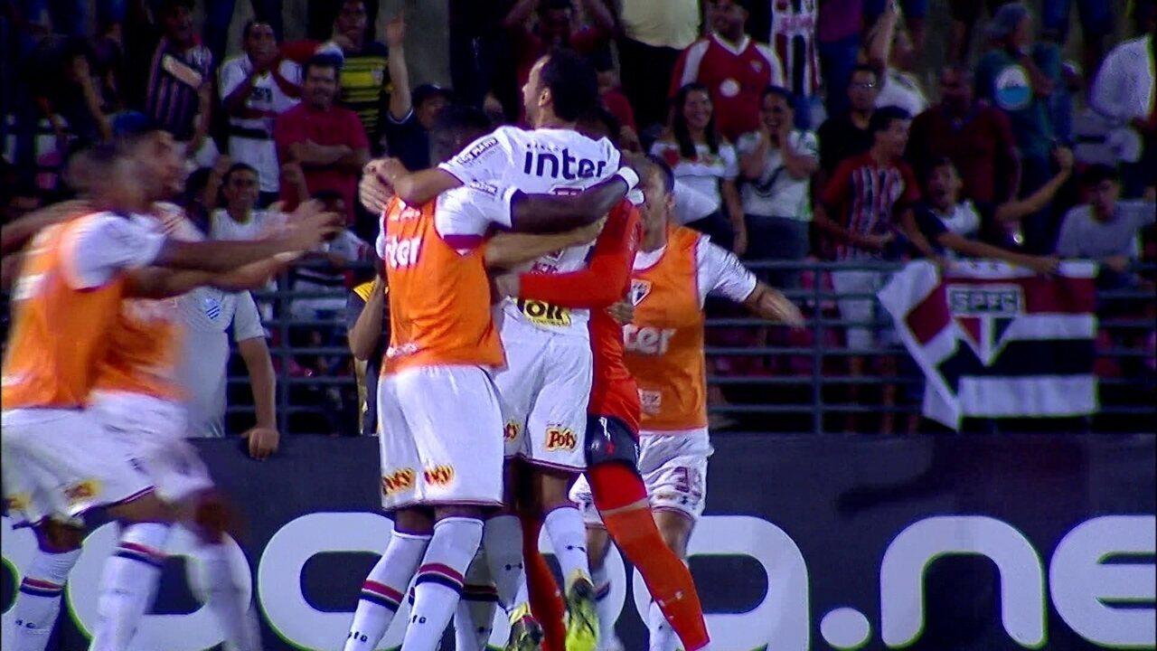 Gol do São Paulo! Cueva tabela com Marcos Guilherme, cruza e Nenê marca, aos 3 do 2º tempo