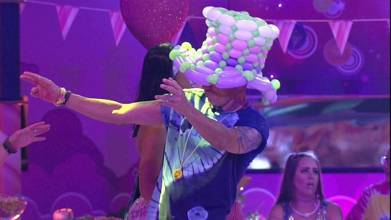 Ayrton faz passinhos na Festa Lollipop