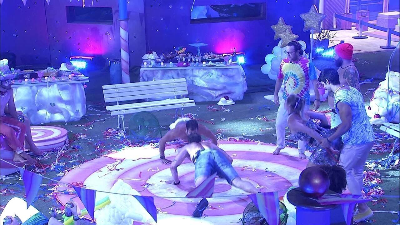 Jéssica rebola colada em Lucas na Festa Lollipop