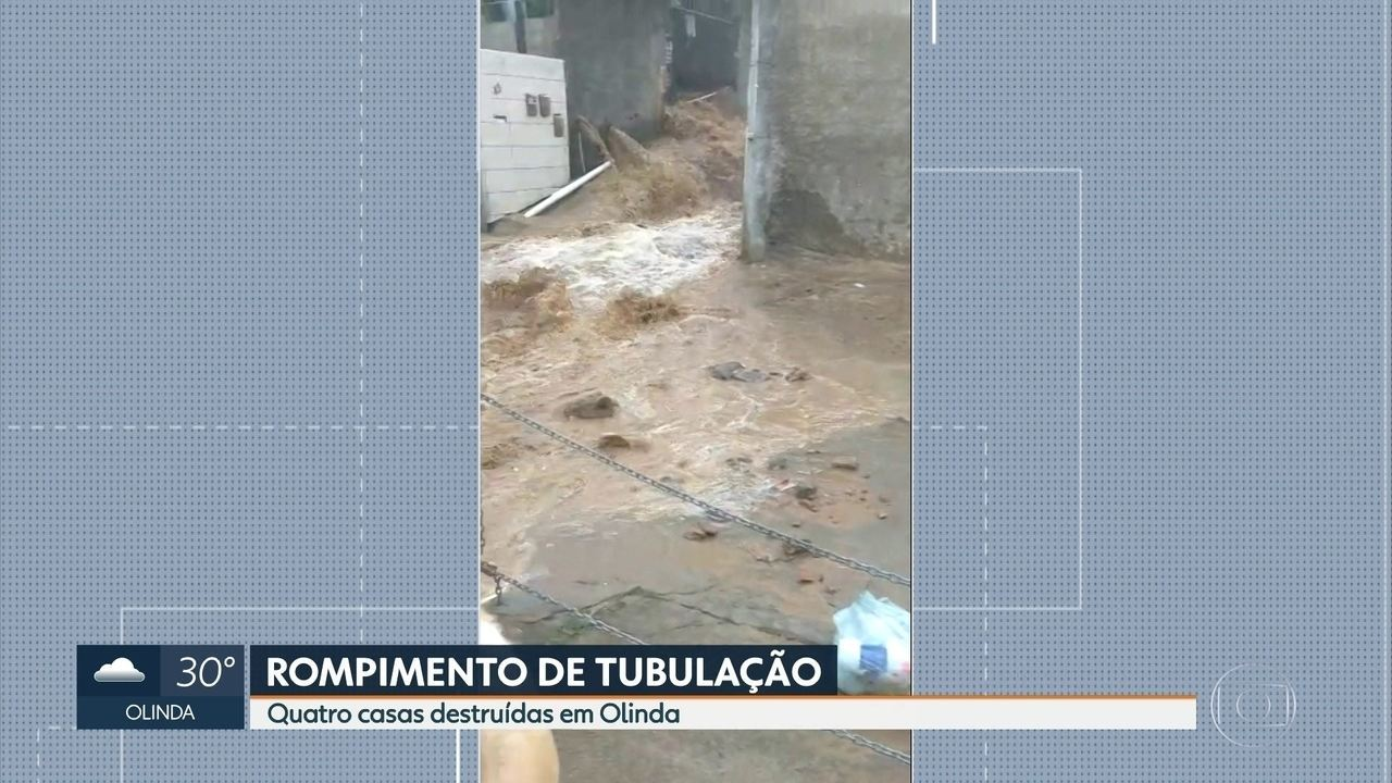 Tubulação de água rompe e atinge quatro casas em Olinda