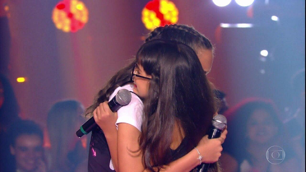 Ana Vitória, Maria Clara e Mariana e Vivian Passos cantam 'A fórmula do amor'