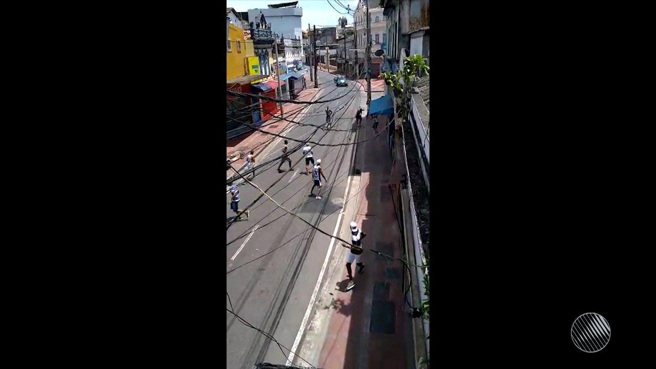 Treze pessoas são detidas após briga entre torcedores de Bahia e Vitória fb6c217e4dbbb