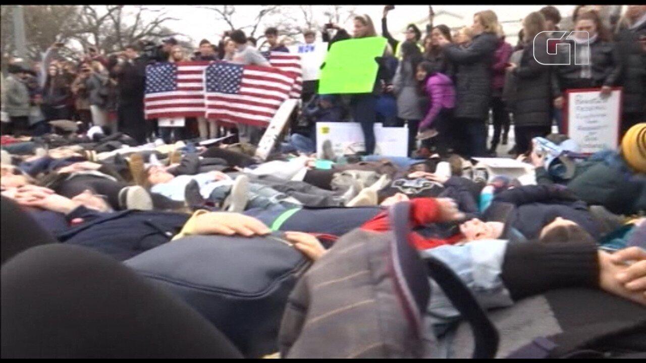 Estudantes protestam em frente a Casa Branca para pedir maior controle de armas