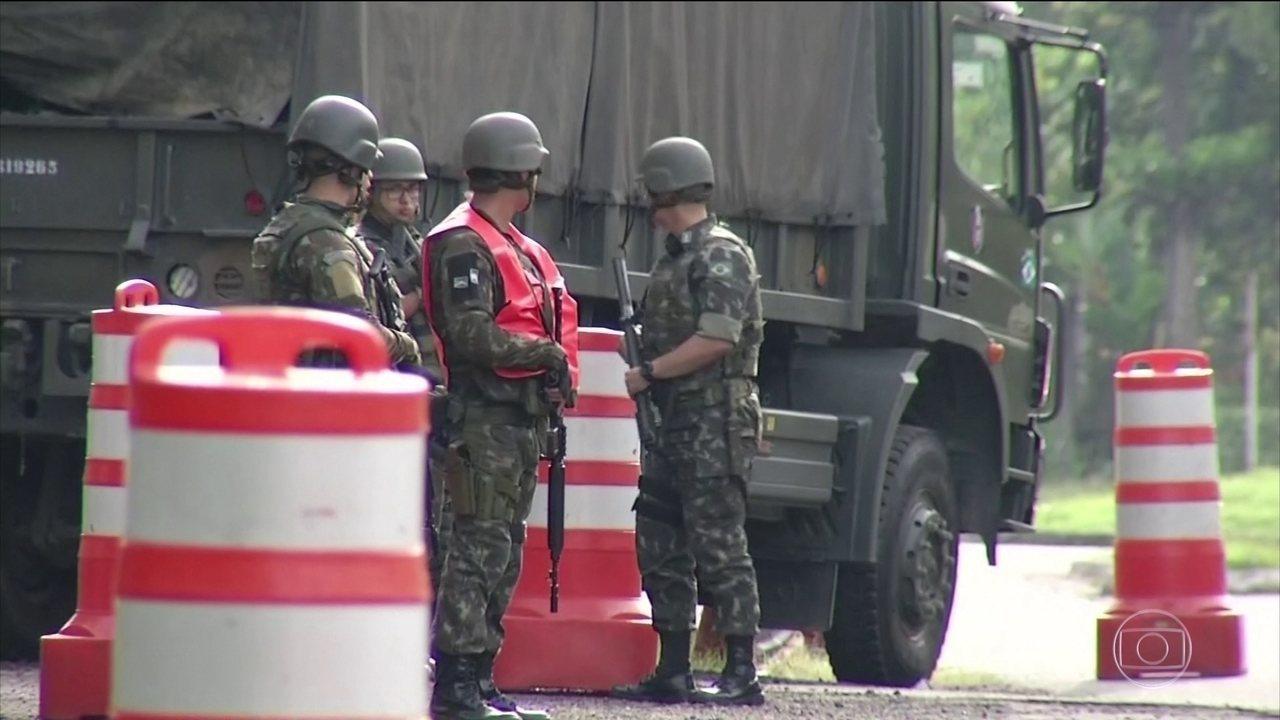 Forças Armadas e policiais fazem operação conjunta contra tráfico e roubo de cargas no Rio